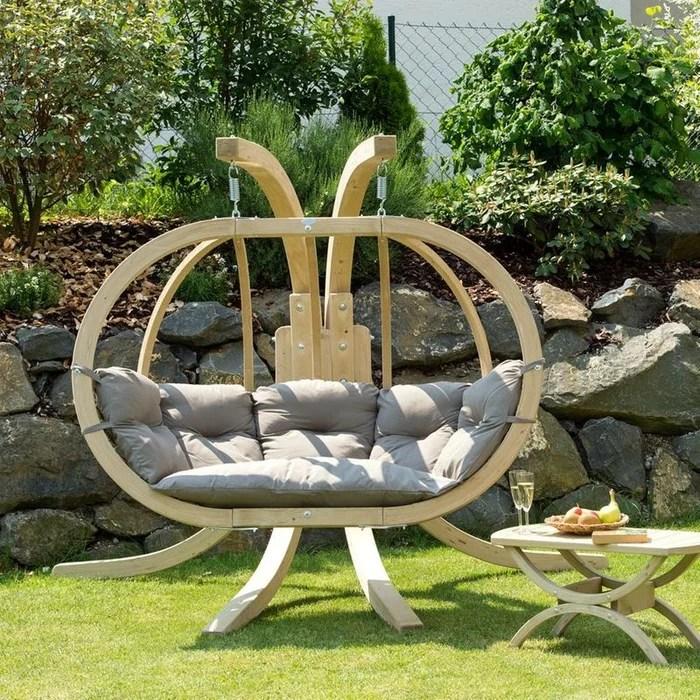 fauteuil suspendu de jardin boule en bois epicea et tissu taupe globo royal 2 places