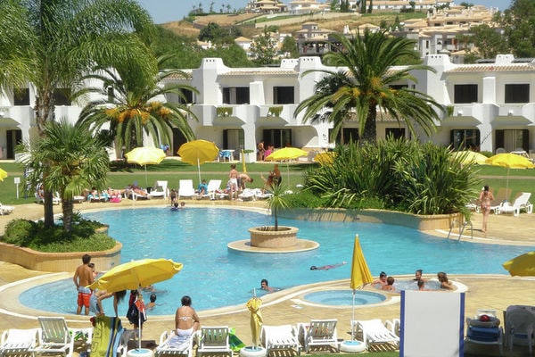 Ferienwohnungen/Ferienhäuser: Algarviaans Wohnung im grünen Park mit Schwimmbad in Albufeira (max. 4 Personen)