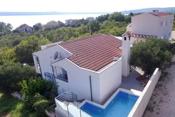 Ferienwohnungen/Ferienhäuser: 2 voll ausgestattete Ferienwohnungen mit hoher Privatsphäre, großer Terrasse mit Grill, Pool (max. 8 Personen)
