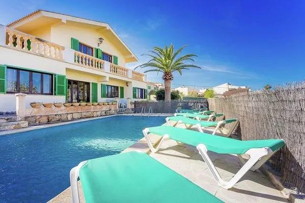 Ferienwohnungen/Ferienhäuser: 10 Personen Villa mit privatem Pool in der Nähe von Sandstrand und Dorfzentrum (max. 10 Personen)
