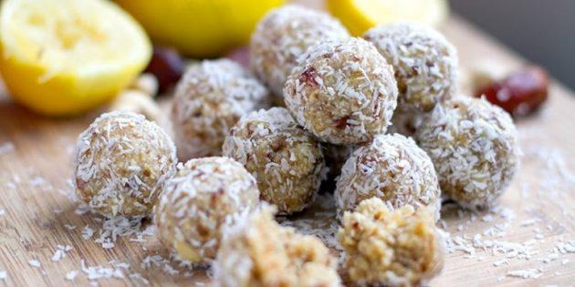 Десерты с лимоном: Энергетические шарики с лимоном, орехами, финиками и кокосовой стружкой