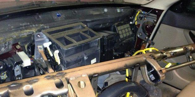 Mengapa dapur haba yang buruk di dalam kereta: kebocoran perumahan pemanas dan pergeseran radiator