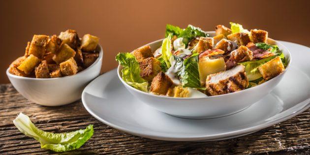 Рецепт салата цезарь с курицей, грибами и беконом