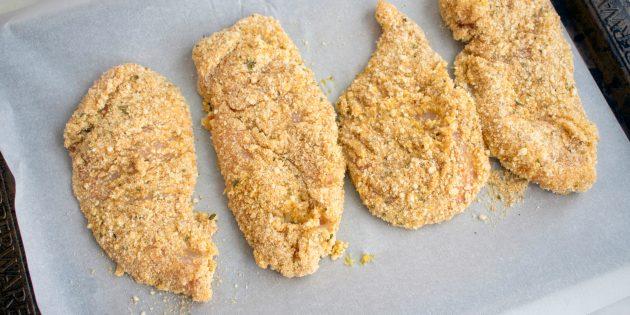Poulet avec croûte d'amande croustillante au four: recette simple