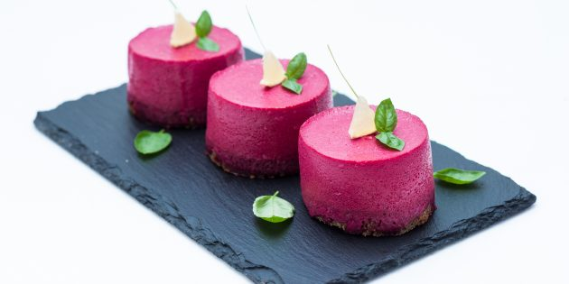 Searer under a fur coat on a beet mousse: a simple recipe