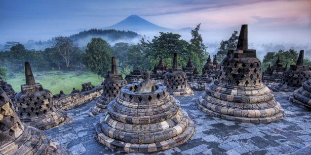 Территория Азии не зря привлекает туристов: храмовый комплекс Боробудур, Индонезия