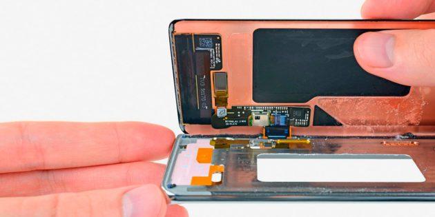 Разбитый экран смартфона — проблема серьёзная: экран неожиданно перестанет реагировать на нажатия