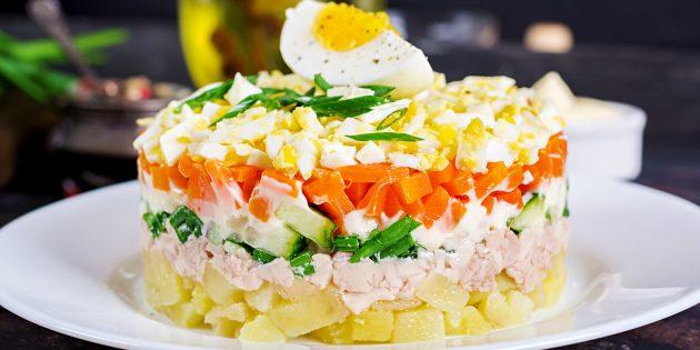 Bagaimana untuk memasak Salad Cod Cod dengan kentang, timun masin dan krim masam