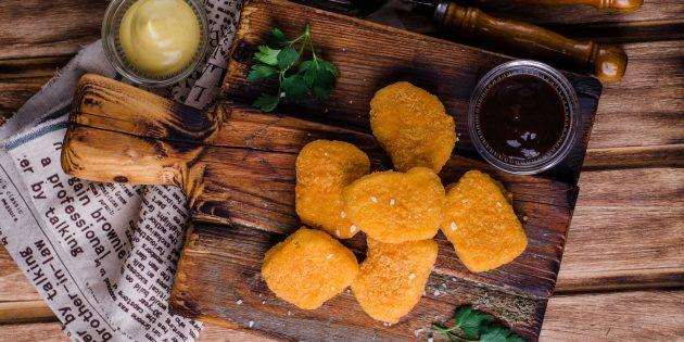 Kuřecí nugety v sýrové pánvi