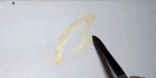 Светло-жёлтым цветом наметьте крыло бабочки