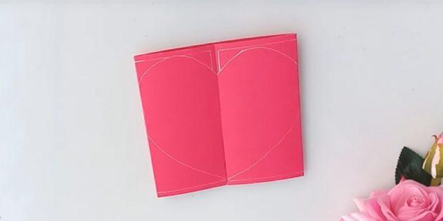 Mở trái tim, gắn nó vào bưu thiếp và phác thảo đường viền