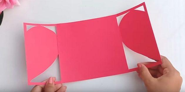 Grußkarte für Ihre Hände: Schneiden Sie das Papier auf beiden Seiten in die Linien
