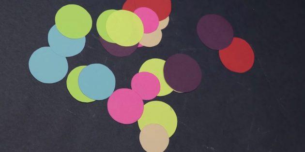 Tazze tagliate dalle altre strisce colorate