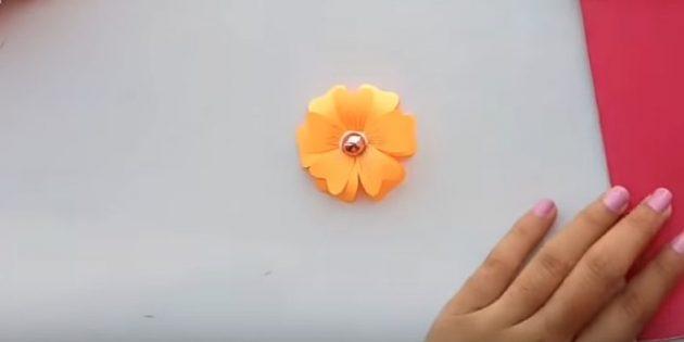 ติดดอกไม้ที่สองในครั้งแรก