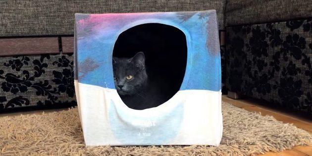 Sådan laver du et hus til en kat ud af kassen og t-shirts gør det selv