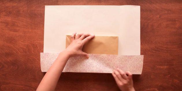 Загните нижний край бумаги