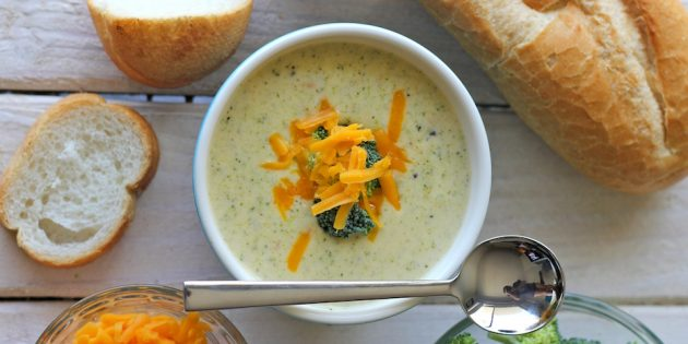 Zupa z brokułami z miętą i ricotta przez receptę Jamie Oliver