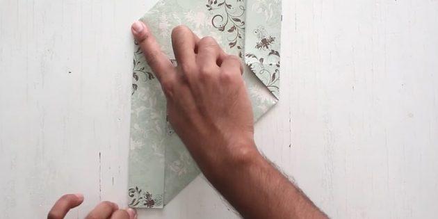 как сделать конверт: загните левую часть