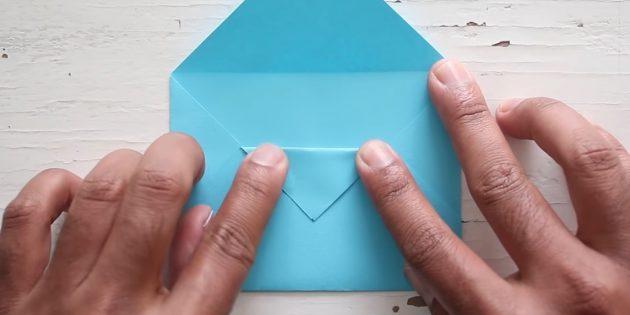 конверт своими руками: загните уголок