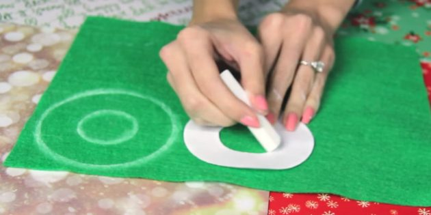 Christmas tree toys do it yourself: make a template and circle