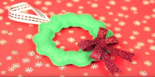 Joulukuusi lelut tekevät sen itse: puhdista lelu ja koristele keula