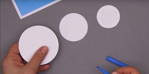 Comment faire une carte postale de nouvelle année: Cercles coupés
