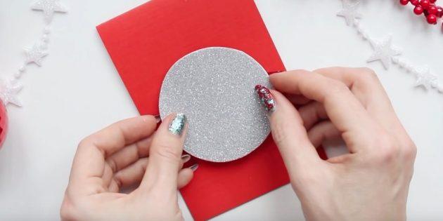 Jak zrobić noworoczny pocztówkę: uzupełnij bałwana