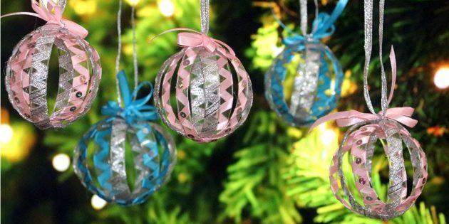 Julgransleksaker från plastflaskor