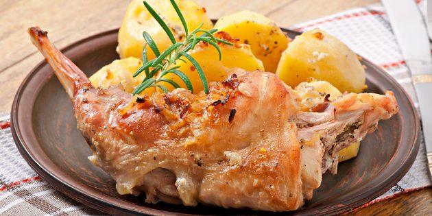 Nyúl a sütőben hagymával és burgonyával: Egy egyszerű recept