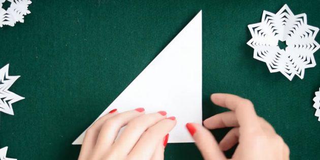 Cara Membuat Snowflakes Dari Kertas Dengan Tangan Anda Sendiri: Bend Bentuk