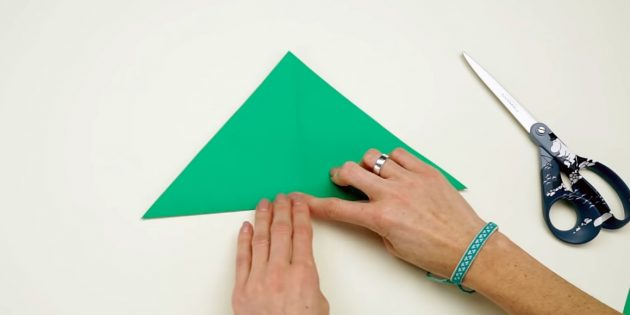 Christmas tree with your own hands: Bend the square