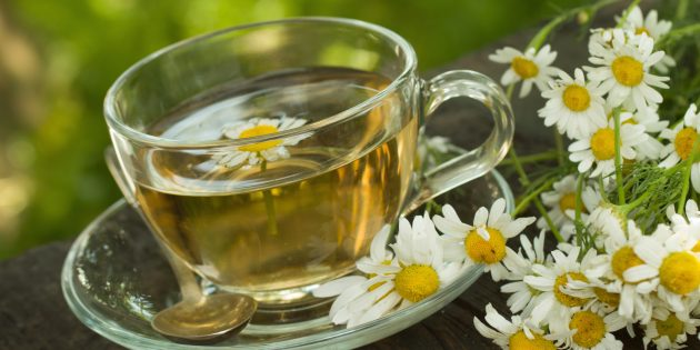 Полезные напитки перед сном: ромашковый чай