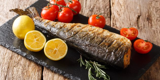 Pink salmon in the oven with lemon: a simple recipe