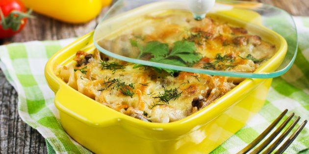 Casserole de pâtes avec champignons et épinards: recette simple