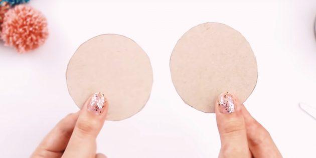 Hogyan készítsünk egy pompont: vágja le a köröket