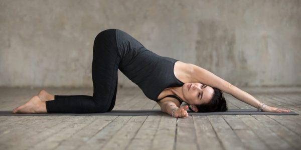 Йога для начинающих: комплексы упражнений на 5, 10 и 15 ...