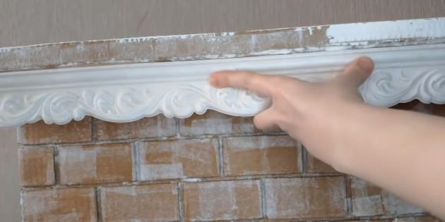 Decorative fireplace with your own hands: Follow the fire shelf with plastic plinth for ceiling