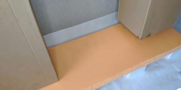 Декоративный камин своими руками: приклейте колонны к картонной основе