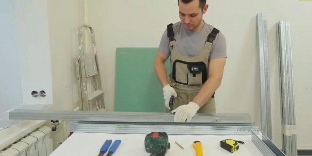 Kendi ellerinizle dekoratif şömine: Temel çerçevenin önü ve arkası için iki profil parçasını kesin