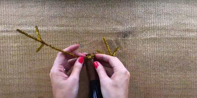 Жаңа жылдық сыйлықтар өзіңіз жасайды: бөтелке мүйіздерін салыңыз