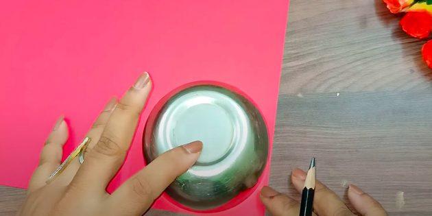 Поделки на 8 Марта: вырежьте бумажные круги