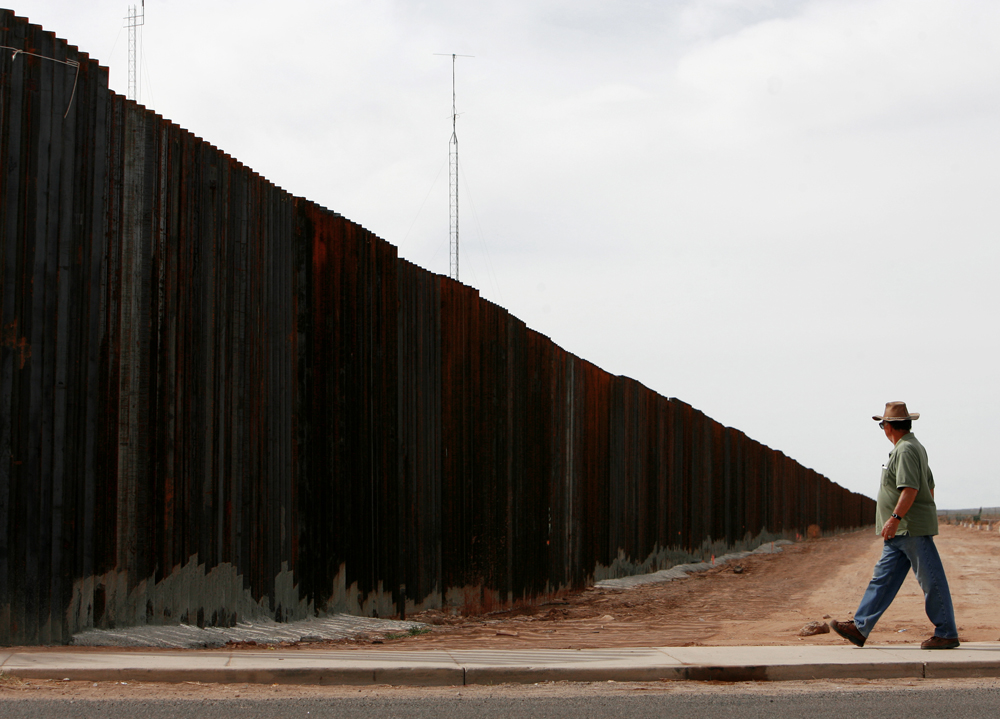 1000 images about usa mexico border fence on pinterest on border wall id=17350