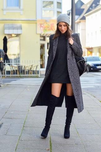 Vereinigen Sie Ein Schwarzes Kleid Mit Einem Schwarzen Sweatkleid Für Bequemes Outfit Das Außerdem