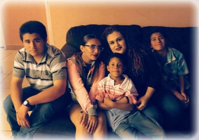 Ruelas con cuatro de sus hijos. Foto de Facebook