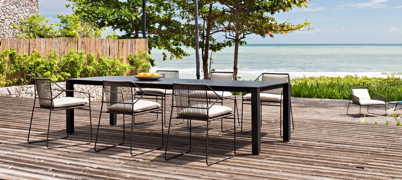 I tavoli da giardino in legno sono sicuramente un classico dell'arredamento per esterno. Acquista La Selezione Di Tavoli Da Esterno Lovethesign