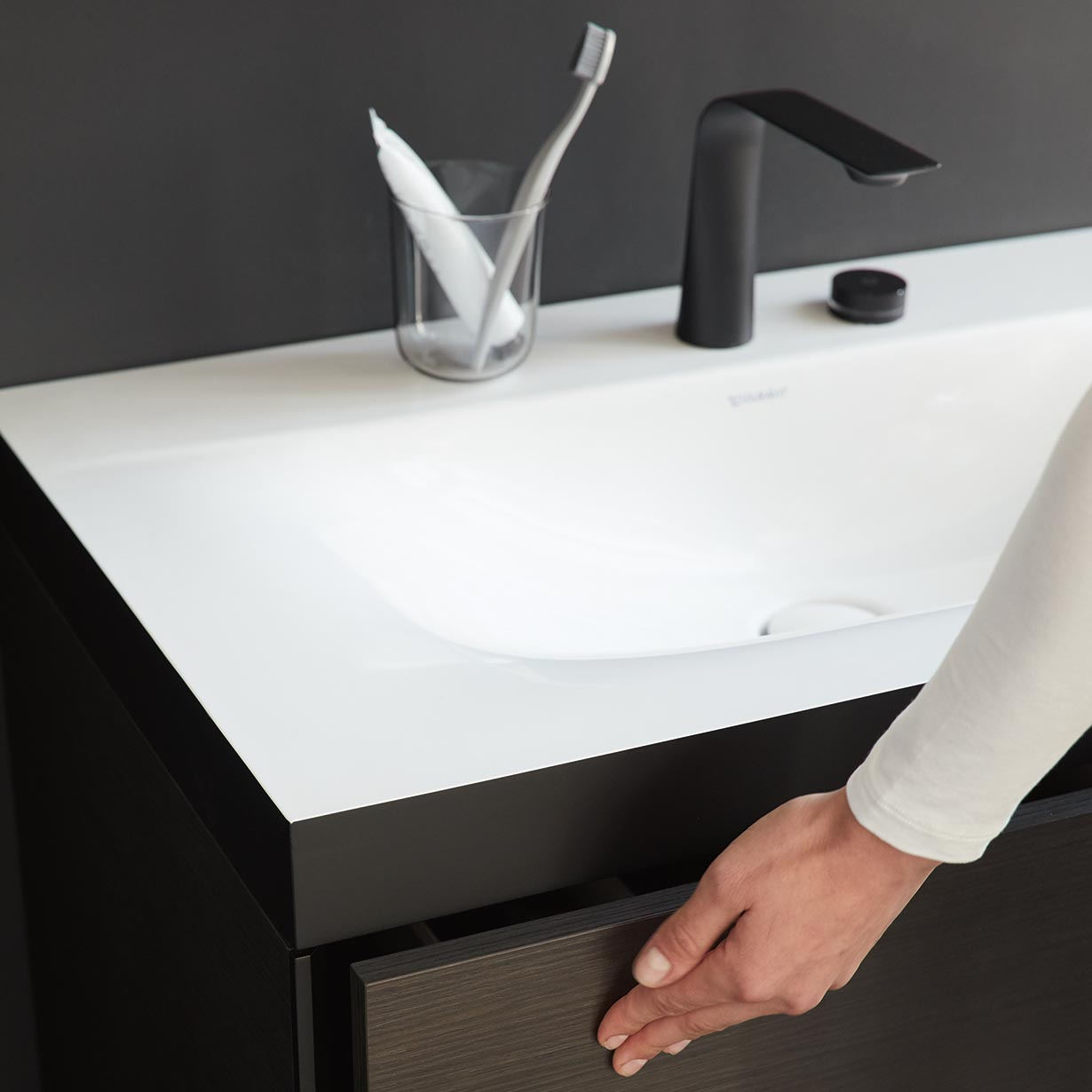 https www lovethesign com eu duravit c bonded console washbasin with two drawer vanity unit