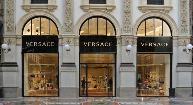 Versace : Jonathan Akeroyd nommé PDG