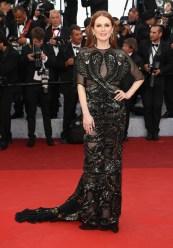 Julianne Moore, égérie L'Oréal en Givenchy