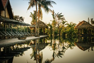 phum-baitang-resort-piscine-debordement