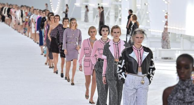 Chanel Printemps-Été 2021 : Un brillantissime clap de fin pour la fashion week parisienne
